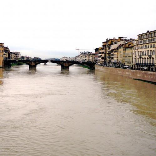 Arno under Ponte Trinita