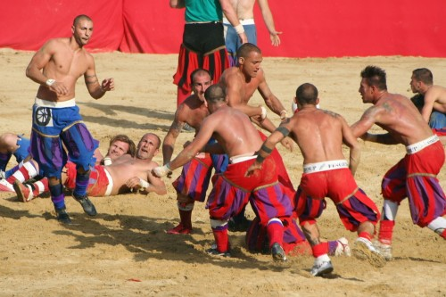 A Mix of Rugby and Soccer from the 16th Century