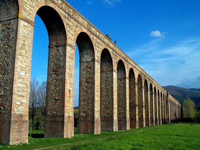 Lucca's aqueduct designed by Nottolini in 1823