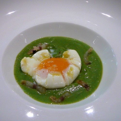 Poached egg in broccoli sauce with pancetta (tapas size)