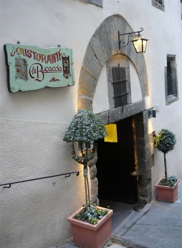 Have lunch at La Bucaccia on Via Ghibellina in Cortona