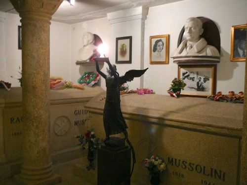 Other family members share Mssolini's crypt