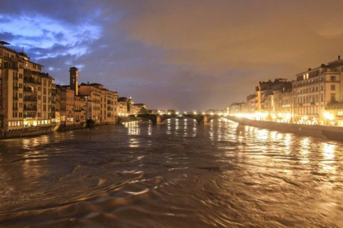 Arno rising after bomba d'acqua