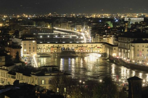 Ponte Vecchio lights up the rising river