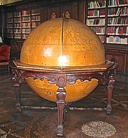 Globe of the 18th century world by Father Rosini da Lendinara (1762)