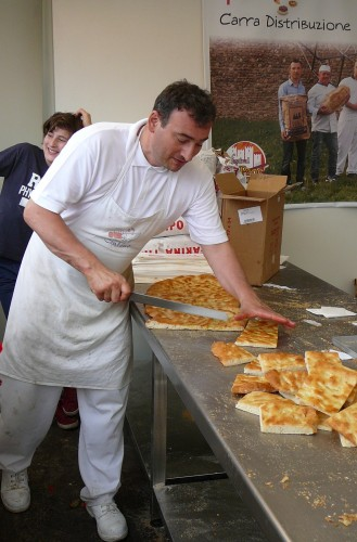 Hot schiacciata cut up and served to the festival crowds