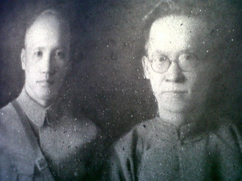 Chiang Kai-shek and Hu Hanmin made of temple ash by Zhang Huan (foto F. Boni)
