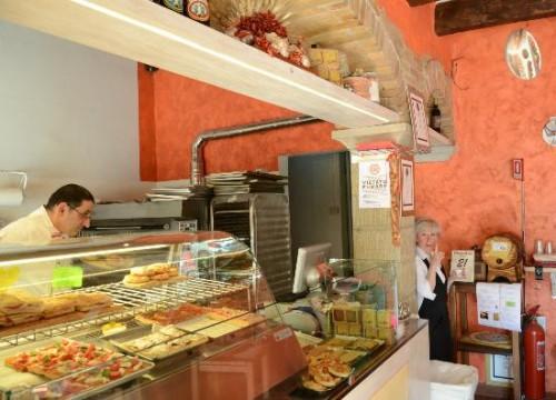 Graziano and Roberta invite you to La Divina Pizza