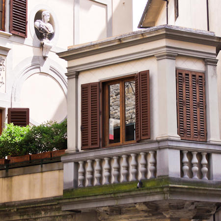 The Grand Duke watches over brown Florentine shutters
