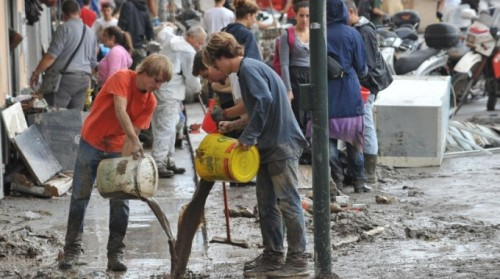 Mud Angels in Massa Carrara (photo: lanazione.it)