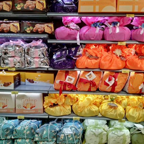 Colomba Pasquale on Sale in Florence (photo FMBoni)